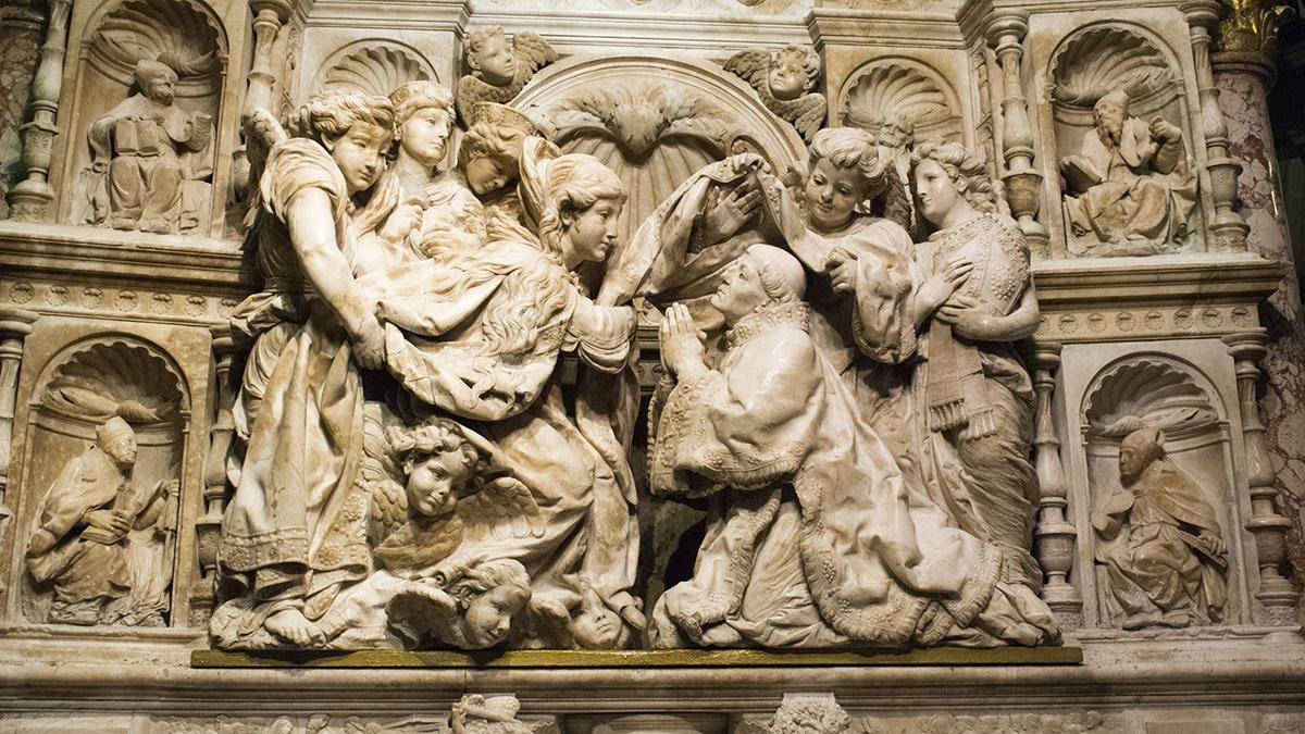 Барельєф у церкві
