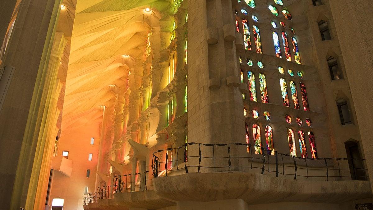 Дивовижні вікна храму